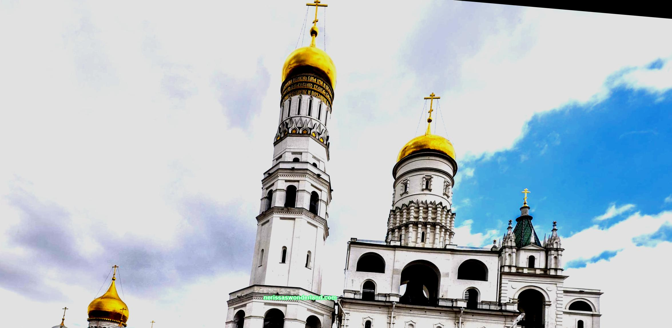 The oldest in the capital is the Cathedral Square of the Moscow Kremlin. There are several churches, a bell tower, the Patriarch's Palace, the Tsar Cannon and the Tsar Bell on it. See when the square is open and how to get there.