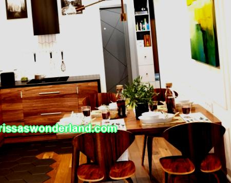 Wood in the interior of the kitchen in the apartment: 6 interesting ideas with photos