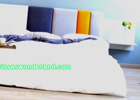 DIY headboard: wooden structure and soft backs