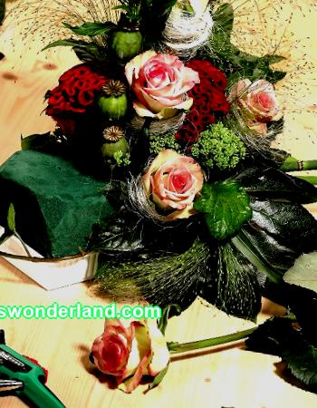 In the last two years, it has become fashionable to create gifts with your own hands: from fruits, sweets, soft toys. Such compositions look original and exclusive. Find out how to make unusual bouquets for women with your own hands.