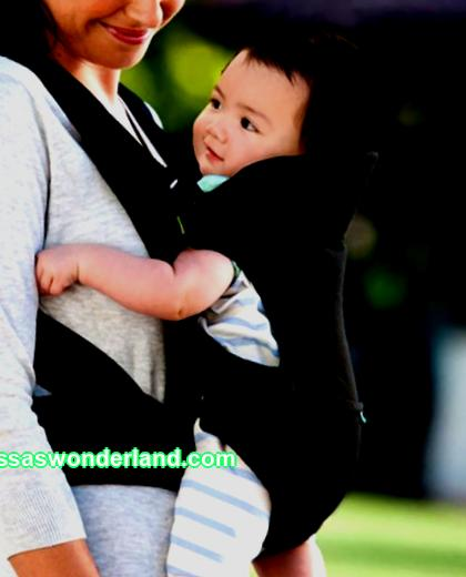 Kangaroo carrier: when can you carry your baby in it and how to do it right