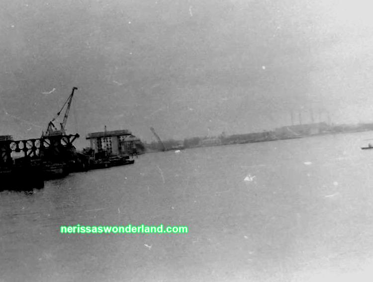 Freight trains were rushing along the Embankment: how the New Bridge was built in the Dnieper 56 years ago (It used to be)